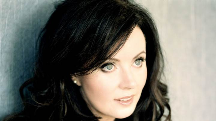 Sarah Brightman Wet Lips Side Face Closeup